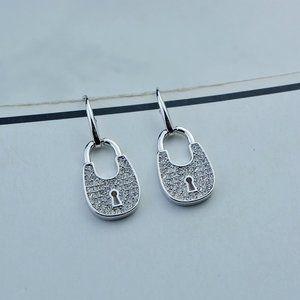💕Michael Kors Lucky Love Small Lock Earrings